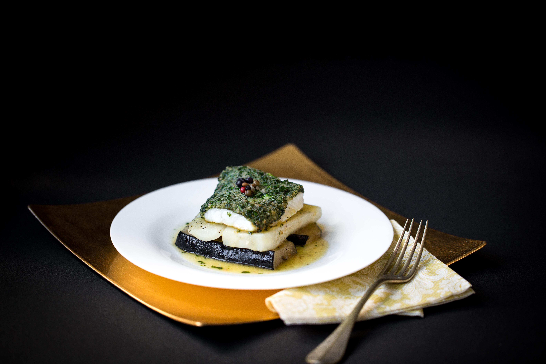 Turbot en croñte de beurre aux herbes ÇtuvÇe de radis_Centre Culinaire Contemporain-F.Hamel-T.Debethune-CIPA